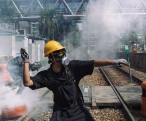 Гонконгтағы наразылық: полиция көз жасаурататын газ қолдануда