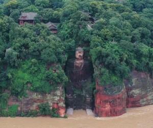 Қытайдағы су тасқыны: Янцзыда 100 000 адам эвакуацияланды, Будда ескерткіші қауіпті аймақта