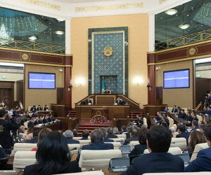 Парламент депутаттары демалысқа шықты