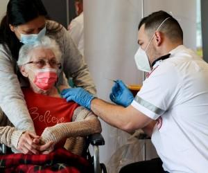 Израиль первыми в мире начинают вакцинацию населения третьей дозой