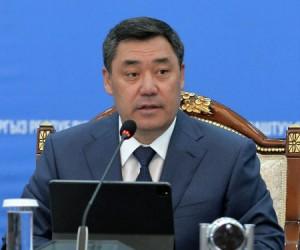 Қырғызстан президенті шенеуніктің масқарасын шығарды