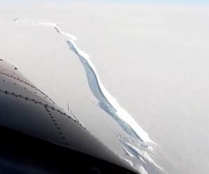 От Антарктиде откололся айсберг размером с два Алматы