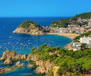 Испания туристерді 14 күндік карантинсіз қабылдайды