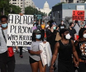 АҚШ-та мыңдаған адамдар нәсілшілдік пен полицияның зорлық-зомбылығына наразылық білдіруде