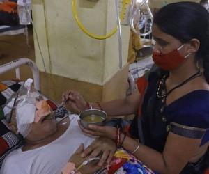 Үндістандағы ауру: пациенттер жаппай көздерінен айырылуда